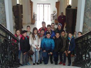 """Vizitatori, la la Muzeul Brăilei """"Carol I"""" - Centrul Cultural """"Nicăpetre"""". Grup de la Liceul Sportiv Brăila"""
